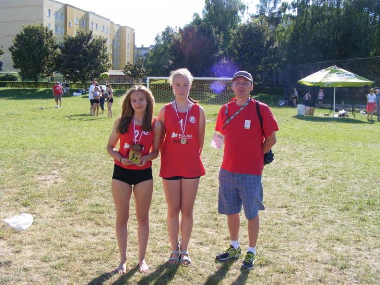 Pierwszy historyczny medal dziewcząt w naszym klubie z trenerem