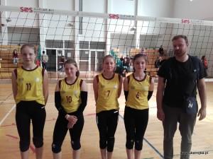 """Międzyrzec (""""4"""") - Kornelia Wasiluk, Gabriela Markowska, Ola Maksymiuk, Zuzanna Franczuk, Łukasz Wasąg."""