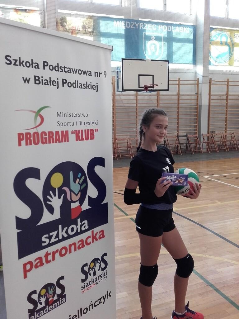 Mistrzyni julia Hryciuk - konkursu odbicia oburącz palcami do kosza.