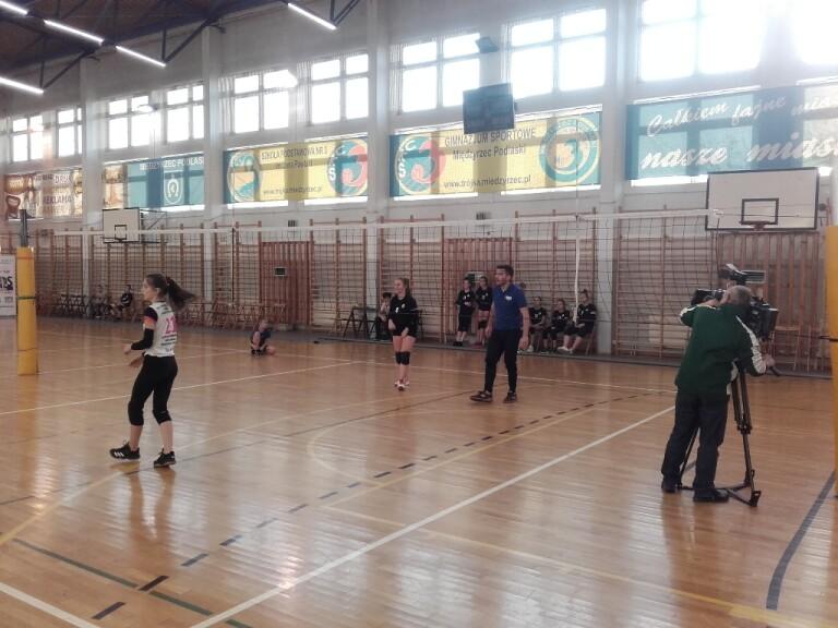 Mecz Mistrzów na zakończenie 1 turnieju z MVP Zuzanną Mróz gra redaktor TVP3 LUBLIN.
